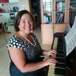 טליה מורה לפסנתר לוגו