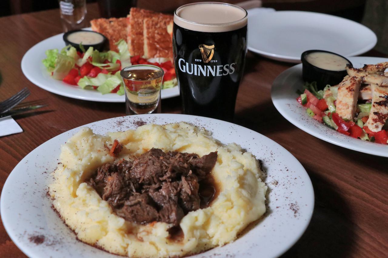 תמונות ליאו בלומס הפאב האירי