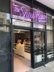 The Showroom Bakehouse לוגו