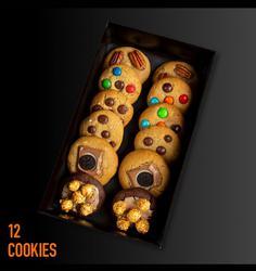 מארז 12 עוגיות עם מילוי ותוספת מעל