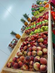 שוק חצר פירות וירקות לוגו