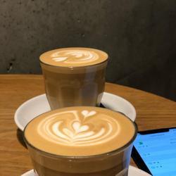 די אר קפה לוגו