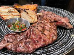 תמונות אלמה בשר עם מסעדה