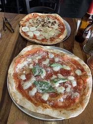 פיצה בופלה וארבע עונות וטירמיסו